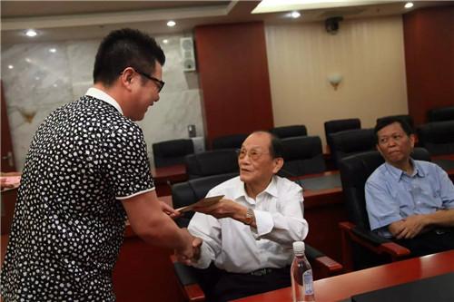 """柳州市检察院开展""""七一""""慰问困难党员活动"""